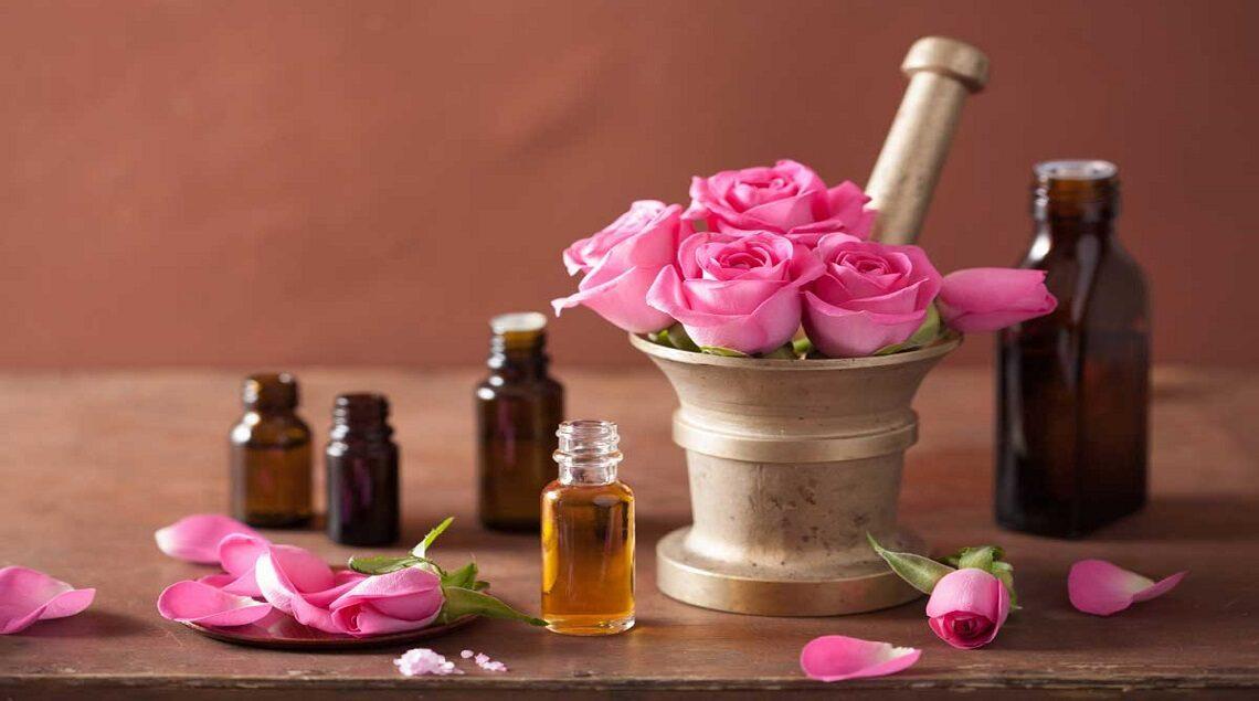 """benefits of rose oil 1140x635 - """"مجلة عود"""" تنصح باستخدام """"زيت الورد"""" لمنع تساقط الشعر وتكثيفه"""