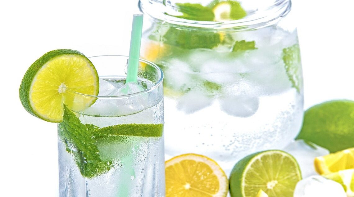 "mineral water 1532300 1280 1140x635 - ""مجلة عود"" تنصح بتناول 6 مشروبات باردة لإنقاص الوزن في الصيف"