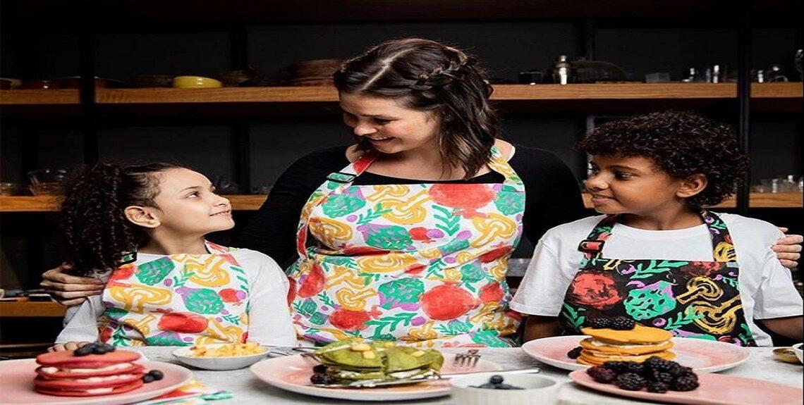 """24278fbe a0bf 4e35 ab85 69b2df5d79a4 1140x575 - تحت شعار """"اطبخ بدون كلام"""".. يسرا اللوزي تطلق فيديو جديد بلغة الإشارة لدعم الأطفال ضعاف السمع"""