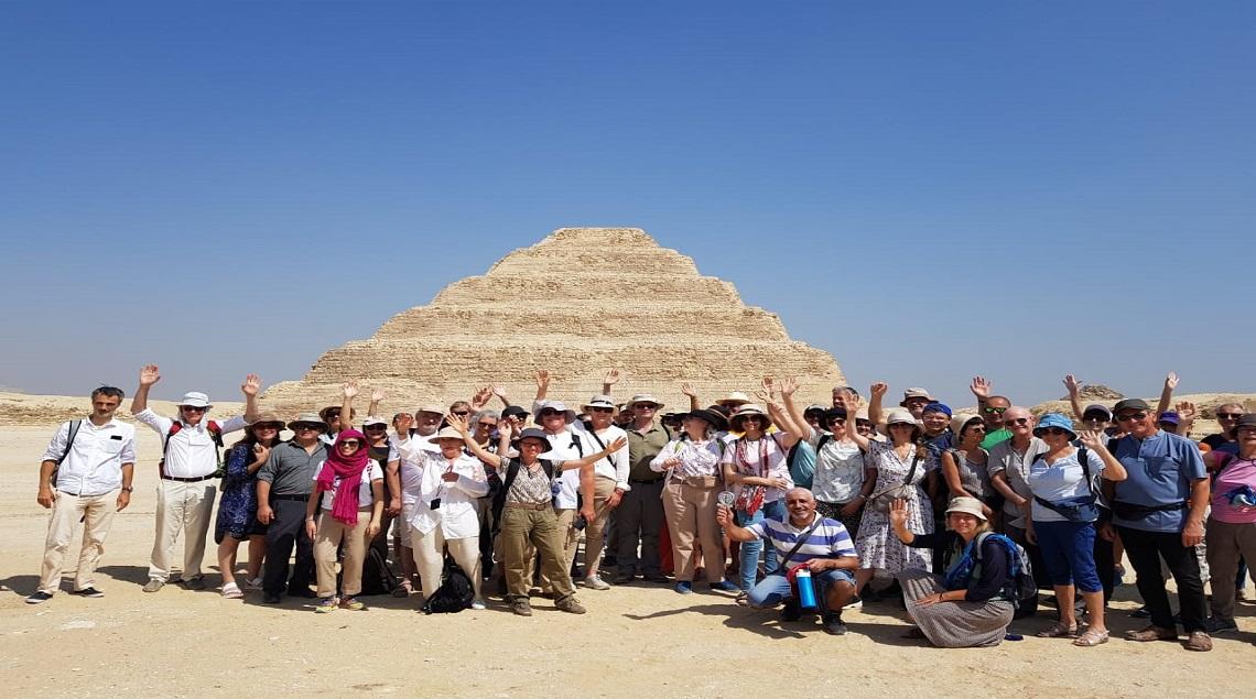 5f68ecba 07ff 4a89 bf18 2fc03be25040 - إيمانًا بأهمية السياحة الثقافية.. منطقة آثار سقارة تستقبل أول فوج سياحي من فرنسا