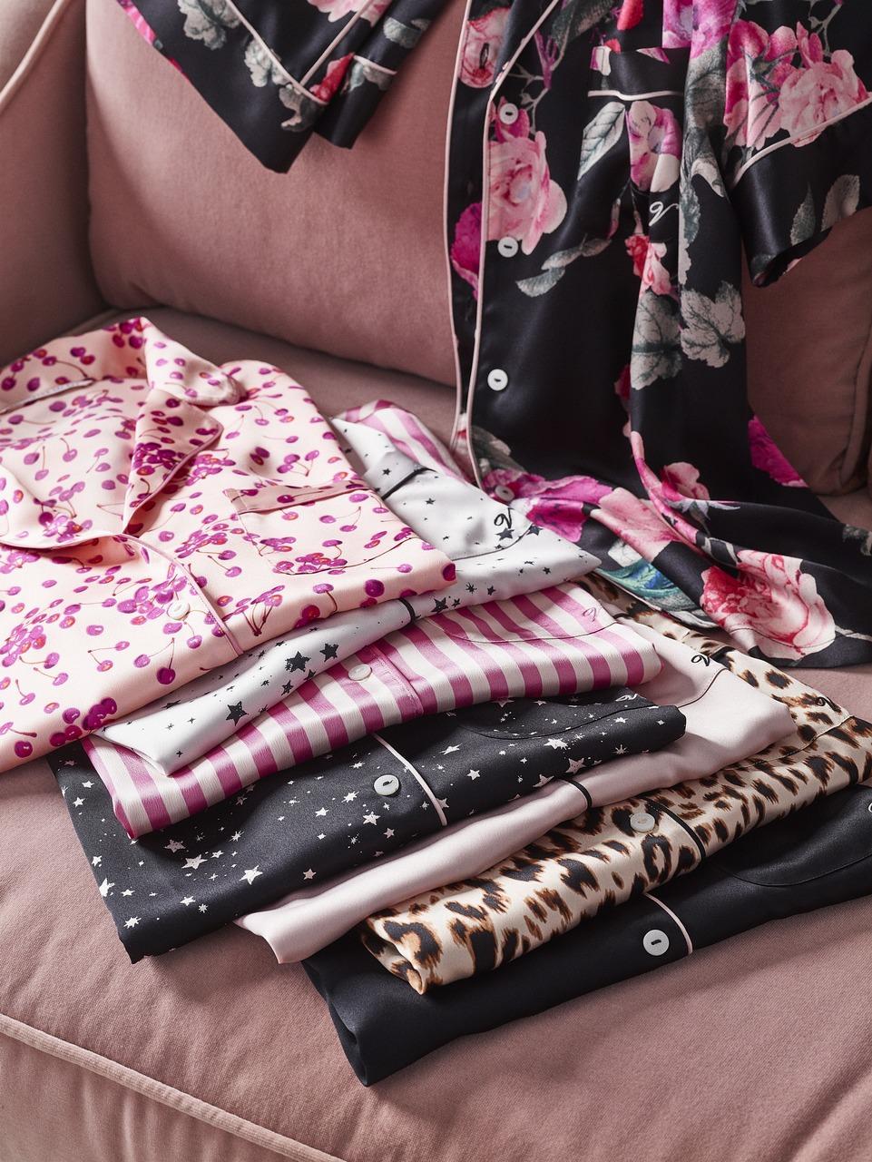 VS Gifting Image 3 - فيكتوريا سيكريت تقدم تشكيلة جديدة من الأزياء والعطور والإكسسوارات احتفالاً بموسم الأعياد