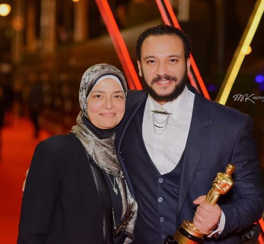 خالد صالح ووالدته - غدا.. عزاء والدة الفنان أحمد خالد صالح