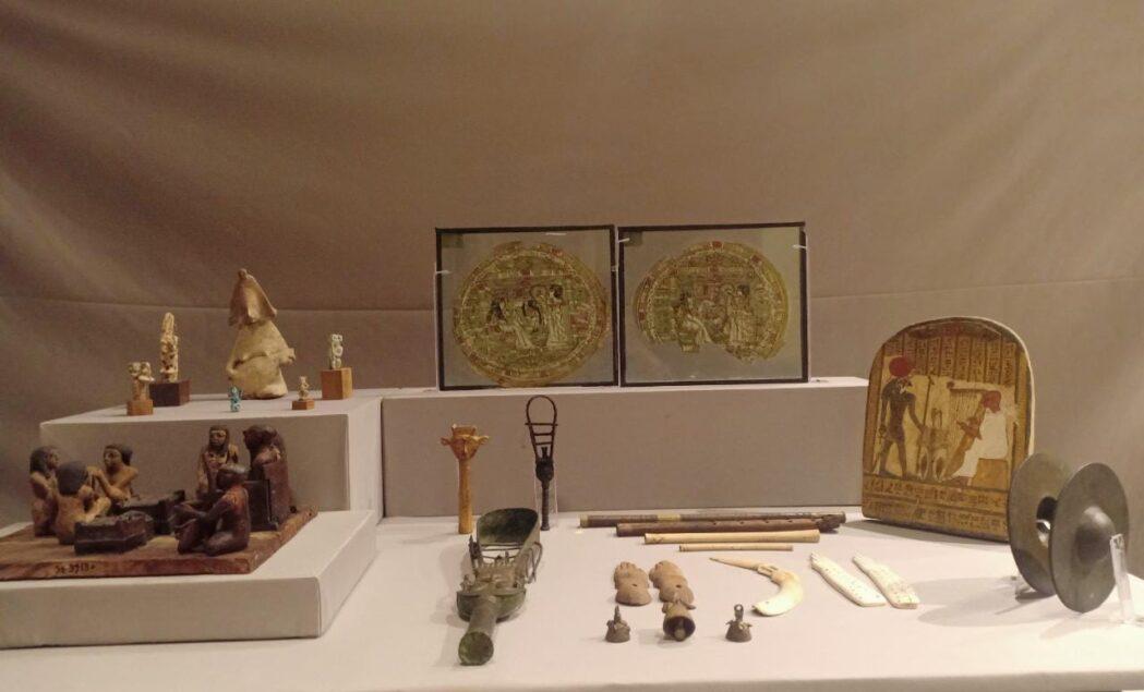 b70a26c4 2b8c 40d4 ad8b 455daccc4b09 1049x635 - بمناسبة اليوم العالمي للموسيقي.. متحف التحرير يعرض ٢٢ قطعة أثرية تعبر عن الموسيقى في مصر القديمة
