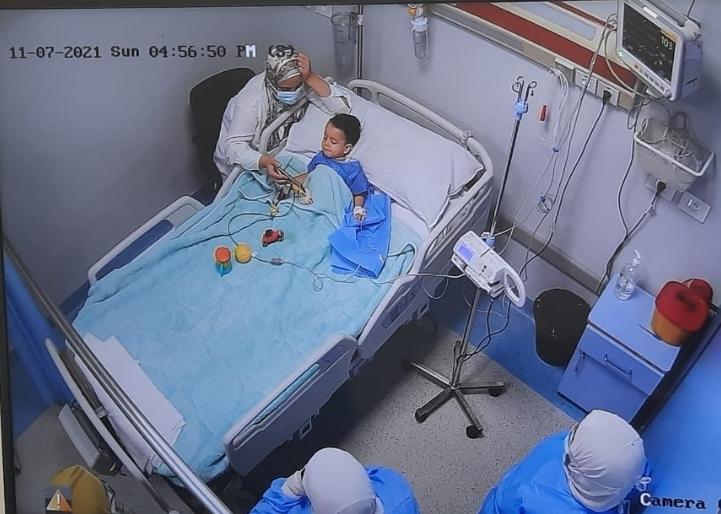 99AFC9CD 3670 4BC0 A910 495819F00E4B - حقن ثاني طفل مصاب بضمور العضلات الشوكي بجامعة عين شمس
