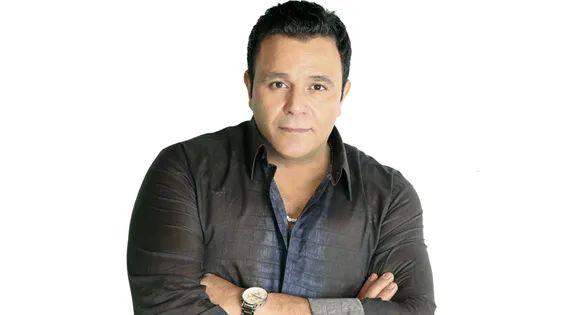 FB IMG 1626996298001 - محمد فؤاد يُقبل جدران منزله القديم تعبيرا عن اشتياقه له