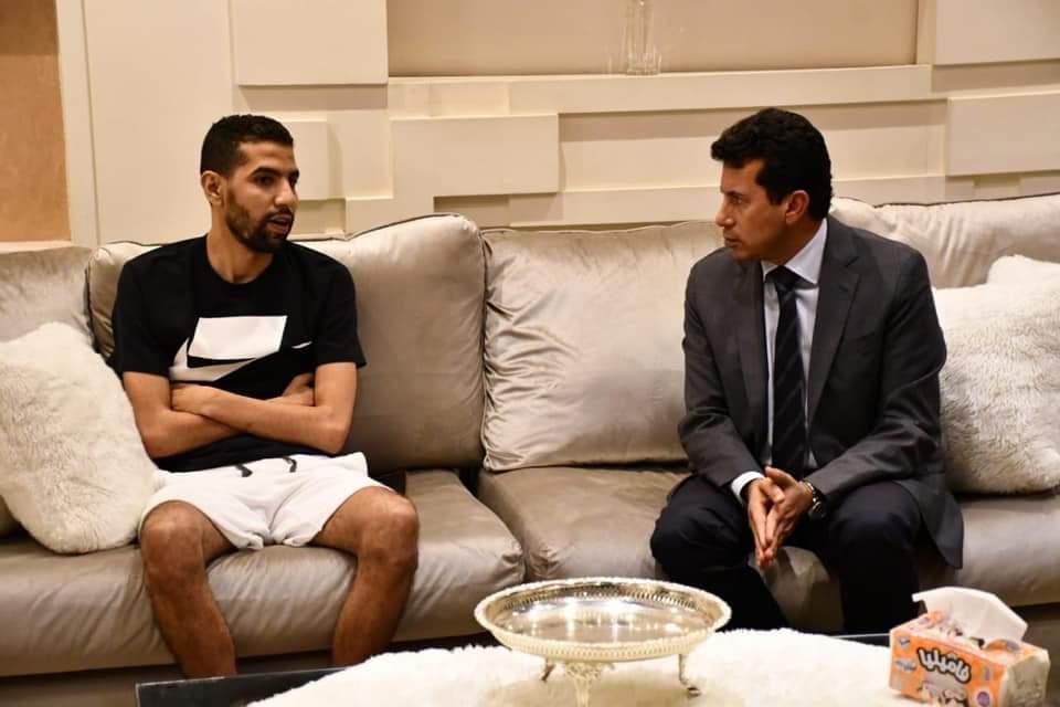 FB IMG 1629919934541 - بالصور... وزير الشباب والرياضة يزور اللاعب مؤمن زكريا
